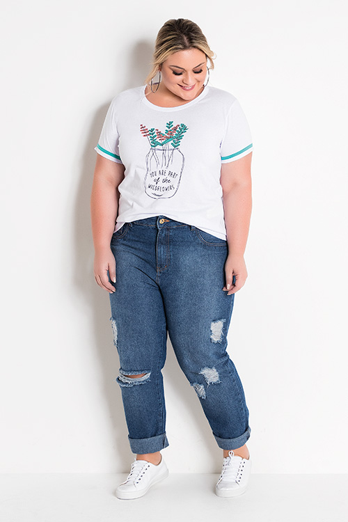 T-shirt Estampa Frontal Branca e Calça Jeans Destroyed