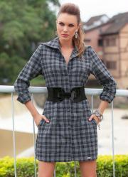 vestido xadrez com botões frontais e bolsos